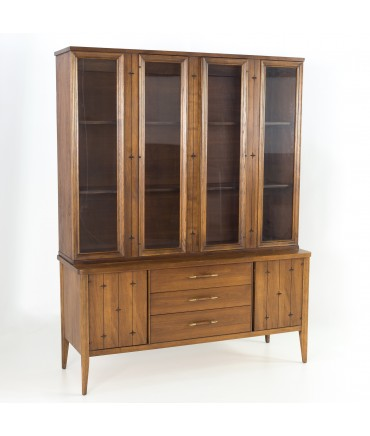 Broyhill Saga Mid Century Walnut China Cabinet Sideboard Buffet and Hutch